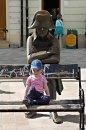 Fotografia: Každý z inej doby a predsa sa stretli, fotograf: Lýdia Šimková, tagy: Bratislava, Napoleon, dieťa, 3. tisícročie